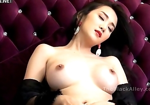 Worn out chinese nude model