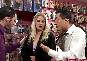 Glamour eurobabe doublepenetrated in sexstore